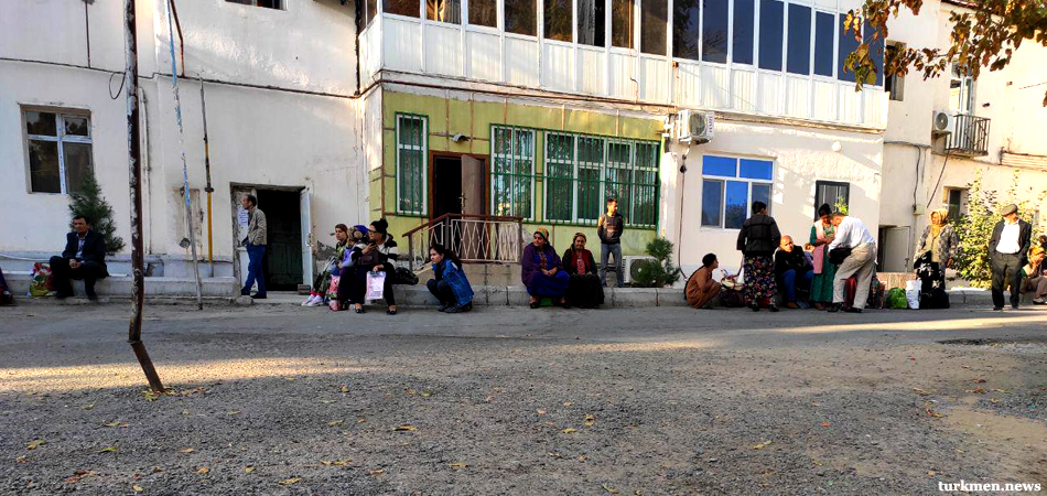 Restrictions Fail to Stop Turkmen Trips to Uzbekistan to Withdraw Cash