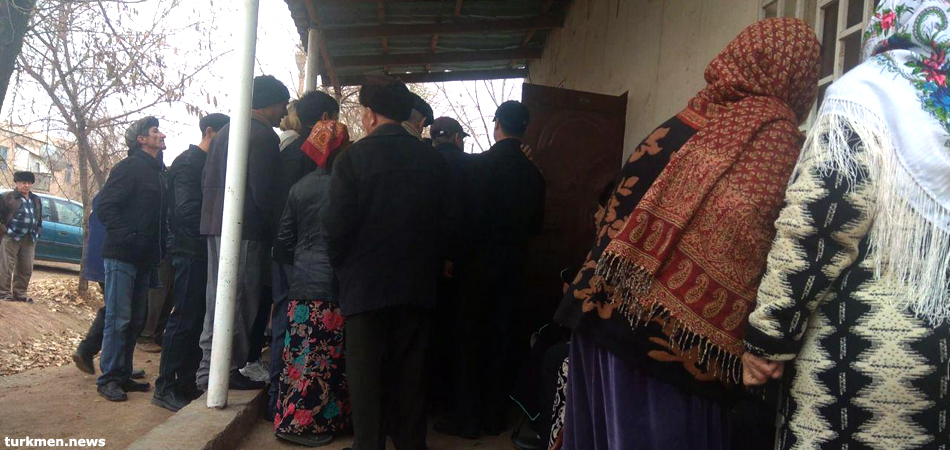 People stand in line for pensions in Turkmenistan